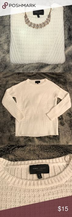 R O M E O & J U L I E T White sweater | Good used condition - there is pilling and a small hole in the one seam (see last picture) | No stains or rips other than that | Looks super cute with a button down shirt underneath & a statement necklace | Necklace not included! Romeo & Juliet Couture Sweaters Crew & Scoop Necks