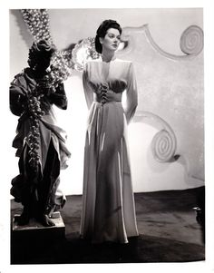 1941 They Met In Bombay Rosalind Russell by Willinger Original Glamour Photo, Adrian designer Hollywood Fashion, Vintage Hollywood, Old Hollywood Style, Old Hollywood Glamour, Golden Age Of Hollywood, 1940s Fashion, Vintage Glamour, Vintage Beauty, Hollywood Actresses