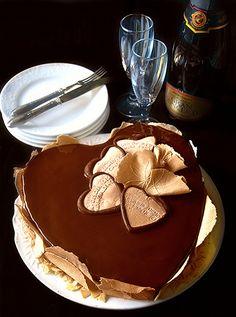 Dolci a go go: Torta cuore al cioccolato con bavarese al caffè e nocciola e croccante al caffè