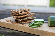 These super-easy homemade cracker breads are healthy, low-carb and really addictive Psyllium Husk Powder, Homemade Crackers, Food Items, Tray Bakes, A Food, Food Processor Recipes, Tasty, Stuffed Peppers, Recipes