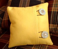 Ohhhh!! This is pretty much how I made my pillow slip covers...now I just need to find giant buttons! :)
