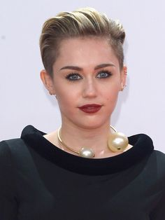 Miley Cyrus's Vampy Lips & Liner