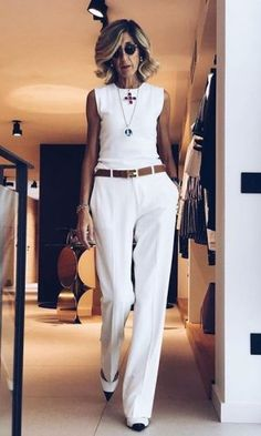 Best womens fashion over 50 casual white pants 31 ideas Fashion Over 50, Work Fashion, Fashion Looks, 80s Fashion, Trendy Fashion, Korean Fashion, Mode Outfits, Fashion Outfits, Womens Fashion