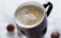 Kaffe med karamelmælk Hjemmelavet karamelmælk - så er der ingen grund til at købe karamelsirup til sin kaffe.
