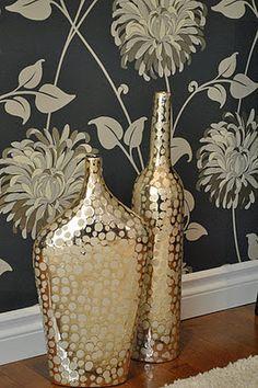 Beautiful decorative vases Decorating Vases, Vases Decor, Centerpieces, Floral Wall, Dream Decor, Spray Painting, Diy Hacks, Decoration, Thrift