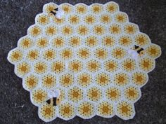 Buzzy Bee Baby Blanket with Matching Hat Free Pattern