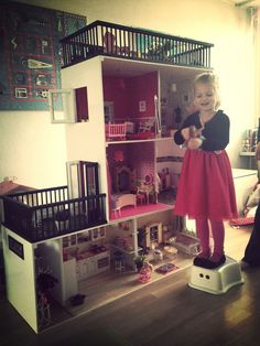 Today was just great. Here some pictures from my niece and her new Barbie house as promised. I even think we have a new Barbie fan in the family. Her little sister .