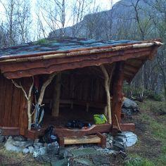 #mollisfossen #gapahuk #reisaelva #reisariverguiding #riverboat #nordreisa #elvebåt Shelter, Cabin Ideas, House Styles, Instagram Posts, Plants, Buildings, Outdoors, Home Decor, Garden Cottage