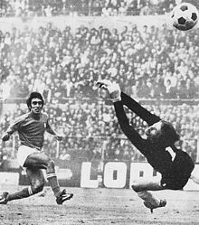 Italy 3 Yugoslavia 1 in Sept 1972 in Turin. Pietro Anastasi scores a fine goal for Italy in the Friendly International.