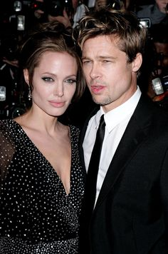 **December 2006** The couple went red carpet official at the premiere of…