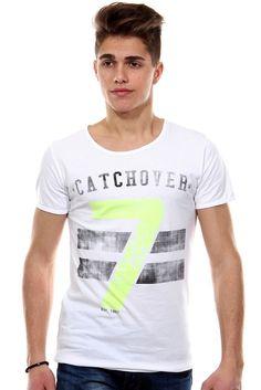 T-Shirt Rundhals slim fit    Ein T-Shirt von CATCH aus reiner Baumwolle. Kombinierbar mit einer Jeans für den optimalen Casual-Look.    - Rundhals   - reine Baumwolle für höchsten Tragekomfort  - Druck vorn  - schmale Passform  - sehr angenehmes Material  - Rückenlänge Größe S-XL ca. 67-70 cm    Kragen/Ausschnitt: Rundhals  Material: 100% Baumwolle  Muster: bedruckt  Pflegehinweis: Maschinenwäs...