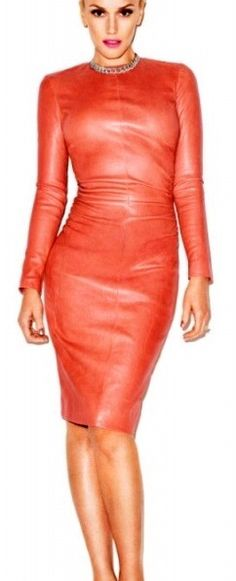 Gwen Stefani wearing a salmon pink leather dress by The Row for Harper's Bazaar editorial, Sep by Terry Richardson. Estilo Fashion, Ideias Fashion, Gwen Stefani Style, Lady, Mode Chic, Looks Chic, Leather Dresses, Grunge Style, Harpers Bazaar