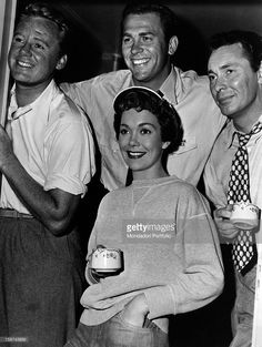 The US actors (from left) Van Johnson, Howard Keel, Barry Sullivan and Jane Wyman (in the centre), in the film Three Guys Named Mike, directed by Charles Walters. USA, 1951.