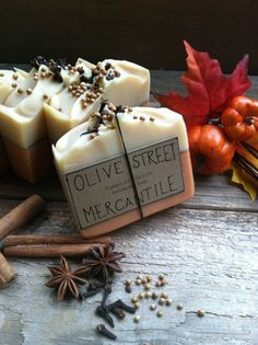 You'll love this Homemade Pumpkin Spice Olive Oil Soap by Olive Street Mercantile! Plus learn how to make your own DIY Pumpkin Spice Pie Soaps!