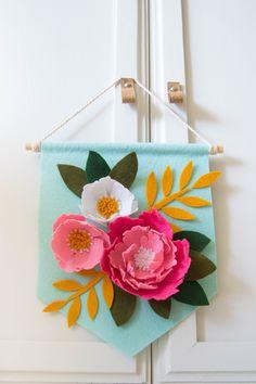 Felt Flowers, Diy Flowers, Flower Decorations, Fabric Flowers, Paper Flowers, Flower Crafts, Crafts For Seniors, Crafts For Kids, Arts And Crafts