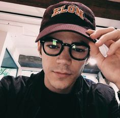 There are so many reasons to tune into The Flash on CW, and supercute superhero Grant Gustin is definitely one of them. Now that the show is officially coming Flash Barry Allen, The Flash Grant Gustin, Snowbarry, Danielle Panabaker, Jackson, Fastest Man, Supergirl And Flash, Hot Flashes, The Cw