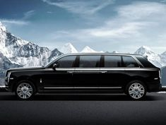 The Rolls-Royce Cullinan made into a limo by Klassen Rolls Royce Suv, Rolls Royce Limousine, Rolls Royce Cullinan, Best Muscle Cars, Suv Cars, Best Classic Cars, Luxury Suv, Thing 1, Motor Car