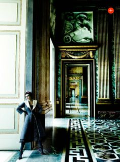 Vogue UK Setembro 2013 | Catherine McNeil em Prima Donna por Mario Testino  [Collections]