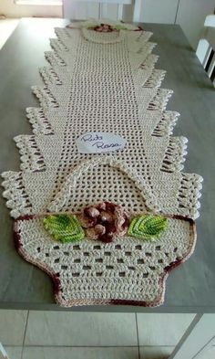 Resultado de imagem para tapete infruct croche salvabrani bena crochet crochet doilies e crochet table runner – Artofit Filet Crochet, Crochet Mat, Crochet Doily Patterns, Crochet Squares, Crochet Home, Crochet Crafts, Crochet Doilies, Crochet Flowers, Crochet Projects