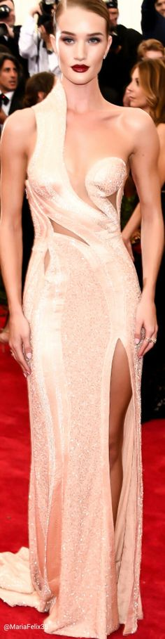 Rosie Huntington Whiteley in Atalier Versace at The Met Gala 2015 Red Carpet ༺ß༻