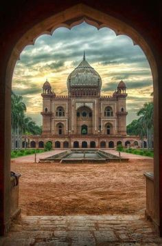 Most Historical Place In India. Safdarjung's Tomb is a sandstone and marble mausoleum in New Delhi, India. It was built in Taj Mahal, Varanasi, Nova Deli, Places To Travel, Places To See, Beautiful World, Beautiful Places, Wonderful Places, Humayun's Tomb