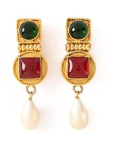 Shop Chanel Vintage baroque earrings in Katheleys Vintage from the world's best independent boutiques at farfetch.com. Over 1000 designers from 300 boutiques in one website.