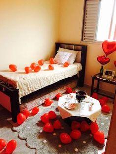 Resultado de imagem para surpresa para namorado no quarto com velas