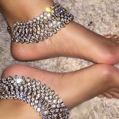Payal Crystal Bridal Anklet.Crystal Bridal Beach Bridal Anklets. Barefoot Gypsy Indian Wedding Anklet foot jewelry with Sparkling White Swarovski Crystals. Barefoot bridal Perfect for Beach Theme and Kundan Ankle Jewelry. Sold as a Pair. Handmade Custom Designs Body Kandy Couture