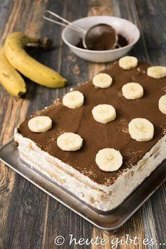 Bananen-Tiramisù - Tiramisù gilt als einer der Klassiker der italienischen Dessertküche. Neben Panna cotta ist das w - Italian Cookie Recipes, Italian Cookies, Italian Desserts, Italian Tiramisu, Tiramisu Dessert, Holiday Desserts, Holiday Recipes, Cake Recipes, Dessert Recipes