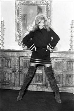 Dalida, Famous Singers, Goth, Punk, Black And White, Pictures, Photos, Divas, Image