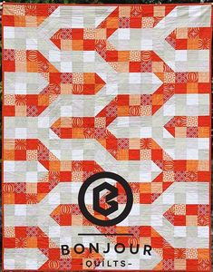 Here& a step-by-step quilting tutorial that shows how to make a baby sized Modern Chevron Quilt. A detailed, free quilt pattern with tons of photos, yay! Chevron Baby Quilts, Baby Quilts To Make, Baby Quilt Patterns, Patchwork Baby, Quilting Patterns, Chevron Quilt Pattern, Chevron Quilt Tutorials, Quilting Tutorials, Quilting Projects