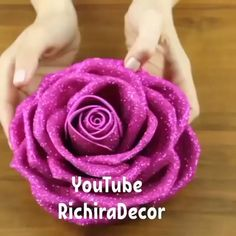 xmas fabric crafts DIY SPARKLY ROSE This sparkly rose makes such a pretty and glamorous gift! By: _wowdecor_ Paper Flower Patterns, Paper Flowers Craft, Paper Flower Tutorial, Giant Paper Flowers, Flower Crafts, Diy Flowers, Rose Tutorial, Fabric Roses Diy, Paper Roses