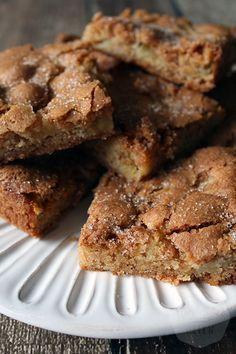 Apple cinnamon blondies - Handmade Helen - Let's Cake Dutch Recipes, Baking Recipes, Sweet Recipes, Snack Recipes, Dessert Recipes, Brownie Recipes, Cake Recipes, Cake Cookies, Cupcake Cakes