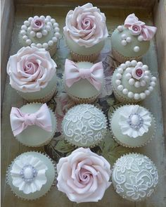 #cupcakes are a great favour to give to guests. I mean who doesn't love a cupcake and they also look #beautiful in a display or on your tables #beautifulvintagewedding #weddingfavours #weddingcupcakes #vintage