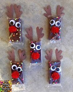 edible Christmas Crafts You will be all ready for the holidays with the 27 Most Popular Christmas Ideas! Theres everything from a DIY Batman wreath to DIY Mickey ornaments! School Christmas Party, Winter Christmas, Christmas Presents, Christmas Holidays, Christmas Ornaments, Preschool Christmas Gifts For Classmates, Christmas Class Treats, Christmas Carol, Christmas Treat Bags