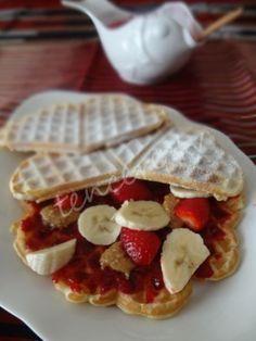 Çilek Soslu Waffle Tarifi - Tatlı Tarifleri