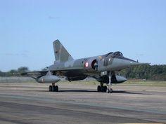 Mirage IVP (penetración) - Mirage IVP (penetración) Dieciocho Mirage IVAs se modificaron para llevar la nueva arma en lugar de bombas y recibió la nueva designación Mirage IVP (penetración). El primer Mirage IVP voló el 12 de octubre de 1982 y entró en servicio el 1 de mayo de 1986. Esta variante podría llevar a un único misil o una vaina de reconocimiento en la línea central.