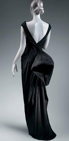 Coq Noir Evening Dress (photo: Metropolitan Museum)