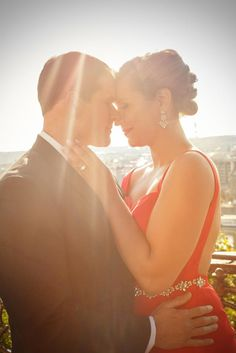 L&G surprise wedding engagement on the Charles Bridge in Prague. Photography by Kurt Vinion
