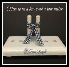 How to tie a bow using a Bow Maker - Stampin' Studio so I thought I'd give you a tutorial on how to tie a bow using a bow maker. Card Making Tips, Card Making Techniques, Making Ideas, Tie Bows With Ribbon, Tie A Bow, Ribbon Flower, Ribbon Hair, Fabric Flowers, Ribbons