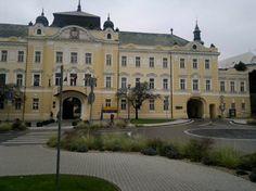 Nitra - župny dom, klasicisticka budova povodne prestavana pred cca 100 rokmi v secesnom style.