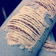 Jeansleg 👖💙#jeans #swissfashionblogger #swissfashion #swissmade #swissblogger #mode #modeblog #modeblogger #fashionblogger #fashion #fashionblog #miaandthemouse #miaandthemousejeans #jewlery #instafashion #instapicture #lifestyleblogger #lifestyle #lifestyleblog