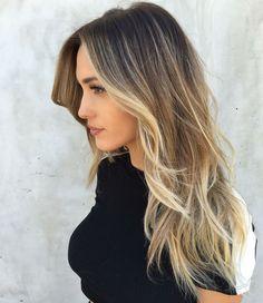 Blonde Strähne im unteren Teil des Haares