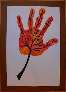 Prace plastyczne - Kolorowe kredki: Jesienny liść z odcisku dłoni