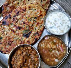 Amritsari kulcha Baby Food Recipes, Indian Food Recipes, Vegetarian Recipes, Ethnic Recipes, Chutney, Jamaican Jerk Seasoning, Punjabi Food, Rich Recipe, Food Snapchat
