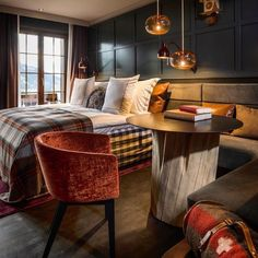 Alpine Style, Lodge Decor, Hotel S, Design Awards, Guest Room, Relax, Velvet, Interior Design, Table