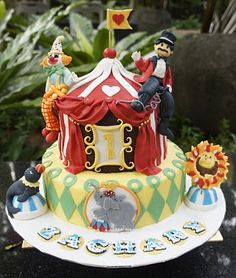 antique circus cake... love