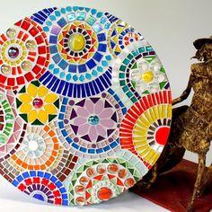 Mosaic Garden, Mosaic Art, Peace By Piece, Mosaic Furniture, Ceramic Painting, Mosaic Ideas, Mosaic Projects, Beach Mat, Daisy