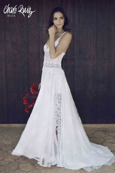 Long dress, with lace in all the skirt This is a product made to order, so the manufacturing time after receiving the order is 40 days and we do not accept returns. Ibiza, Charo Ruiz, Hippy Chic, Matron Of Honour, Formal Dresses, Wedding Dresses, Dream Wedding, Wedding Stuff, Marie