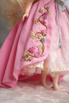 Let me introduce you my new outfit made with spring soul for Jair. He want something around a pink floral dress set. So I plan to make a… Ballerina Dress, Ballet Girls, Pink Floral Dress, New Dolls, Embroidered Flowers, Doll Accessories, Blythe Dolls, Clothing Patterns, New Outfits